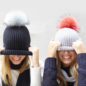 PROMO 7 BOBBLE HATS (1-02)
