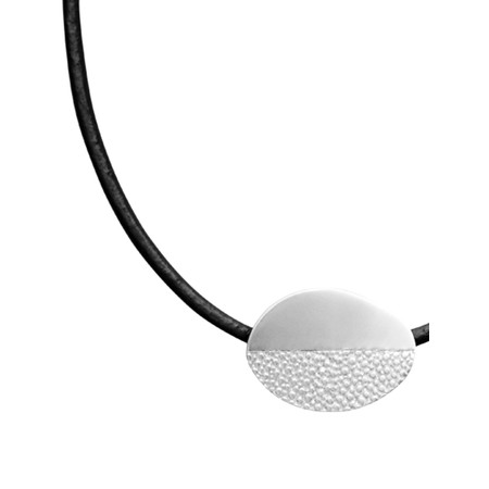 Dansk Smykkekunst Trixie Leather Oval Necklace - Metallic