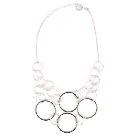 NOUV-ELLE Salina Linked Circle Short Necklace - Metallic
