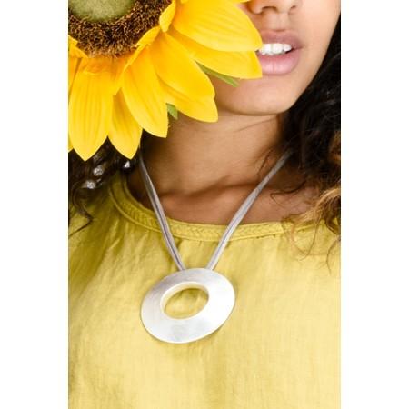 Eliza Gracious Seren Brushed Disc Necklace - Metallic