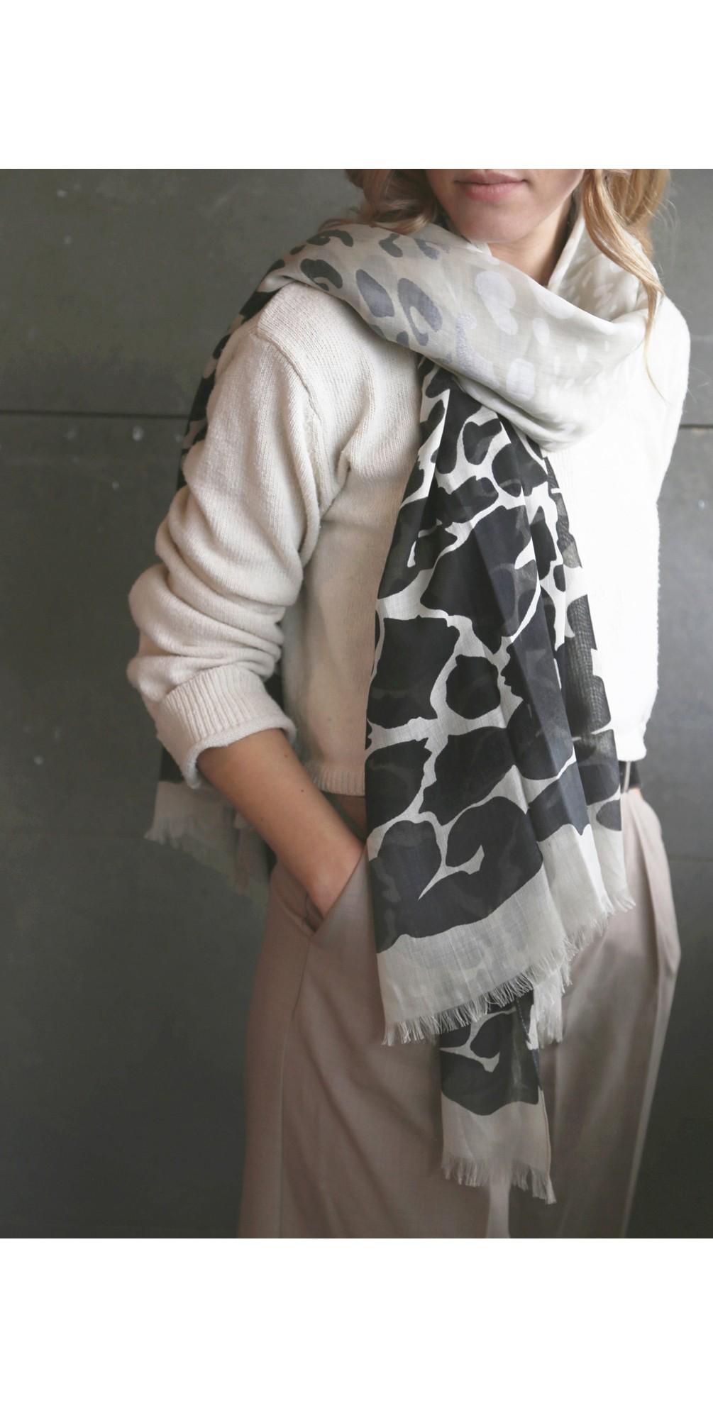 Animal scarf main image