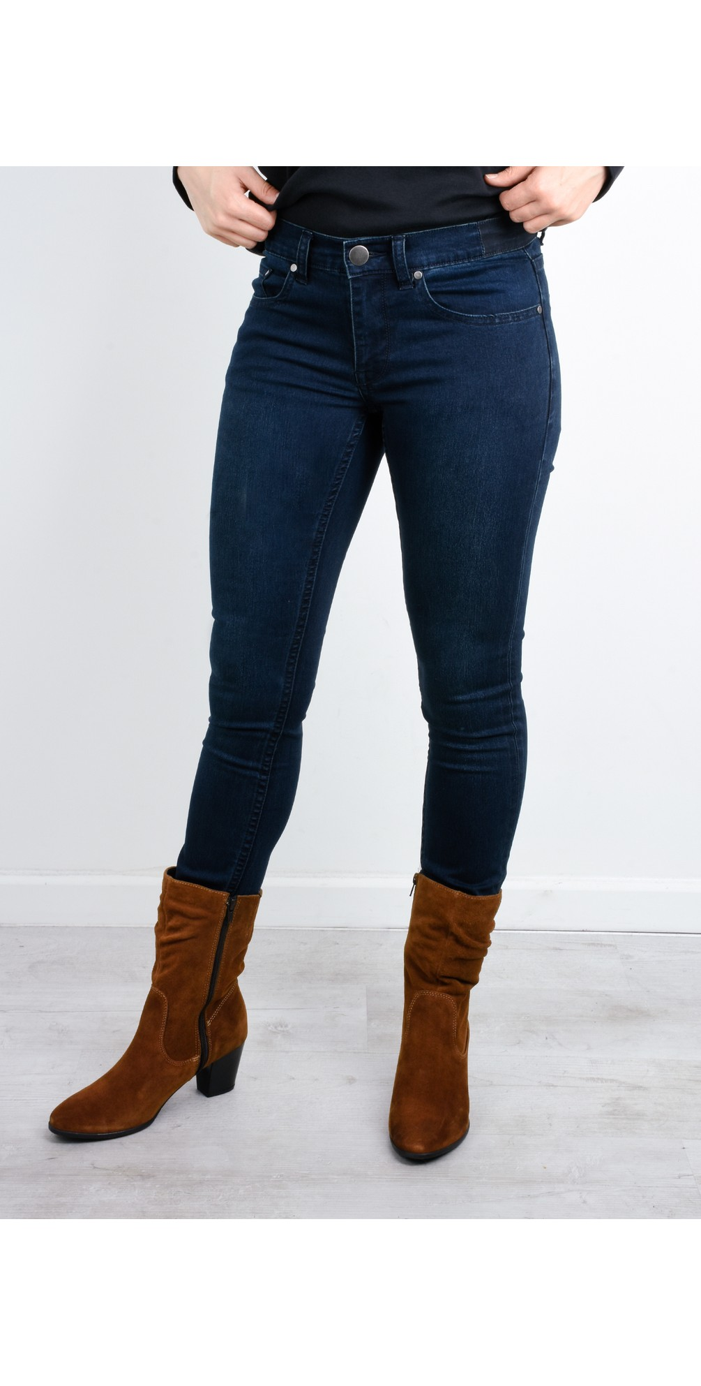 Lucy Girlfriend Jeans main image