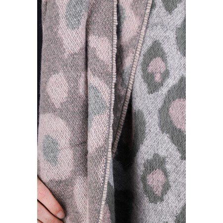 RINO AND PELLE Axin Leopard Print Chunky Scarf - Beige