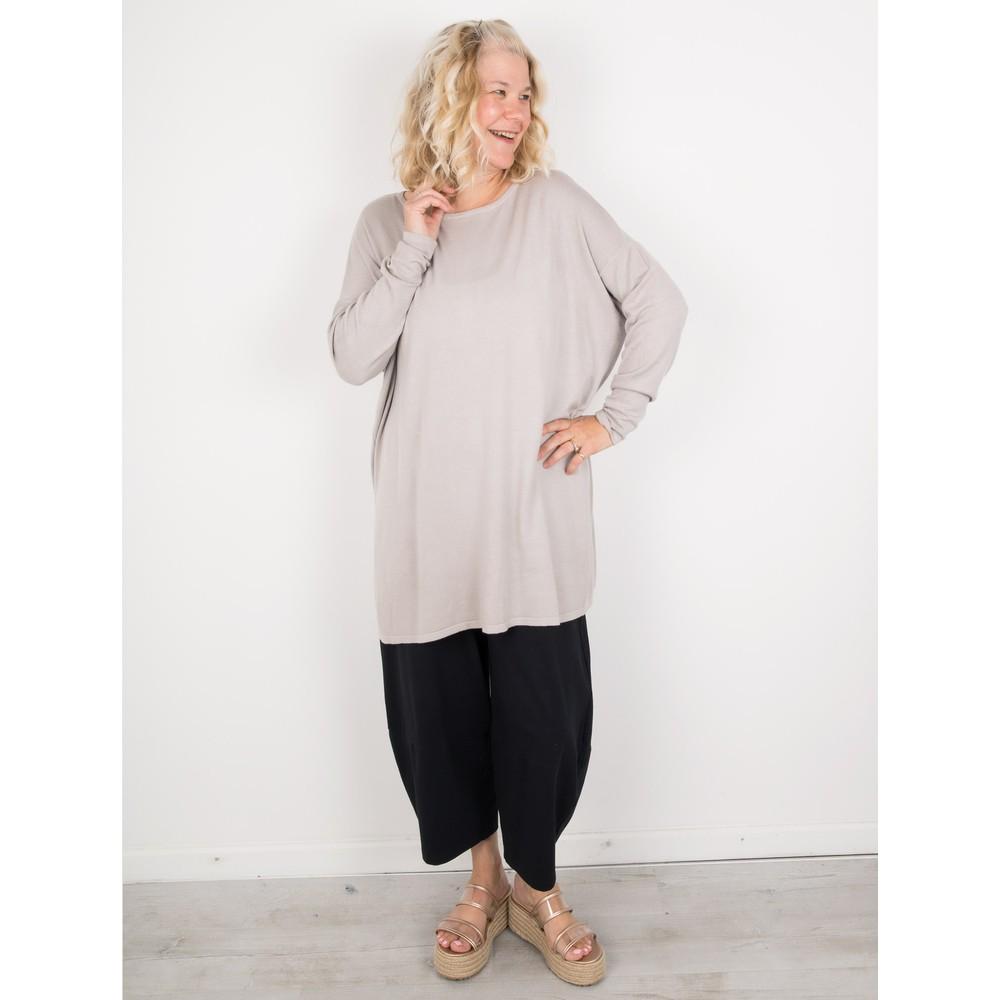 Amazing Woman Welles Supersoft Fine Knit Button Back Jumper  Panna Stone