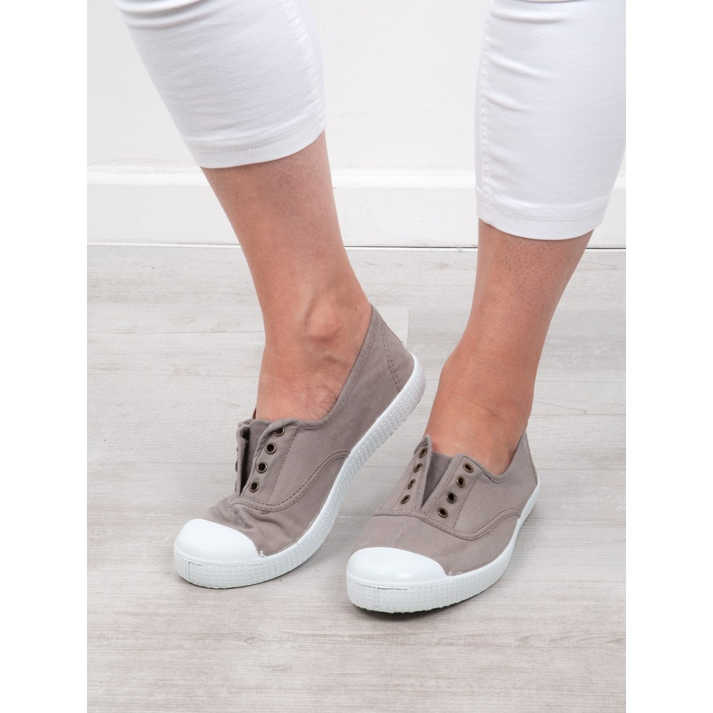 Victoria Shoes Dora Organic Cotton Washable No Lace Pump Gris Grey 12