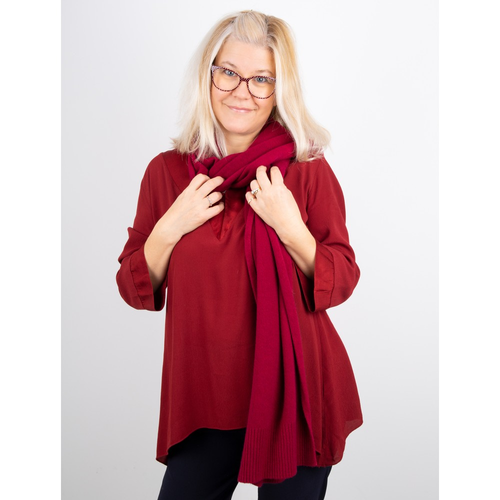 Amazing Woman Coby Supersoft Scarf Claret