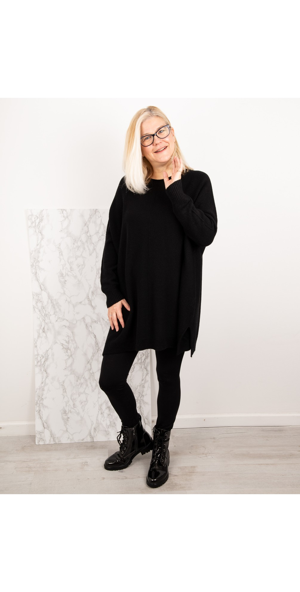 Cassi X Round Neck Front Seam Knit main image