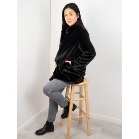 Amazing Woman  Cosy Faux Fur Jacket - Black
