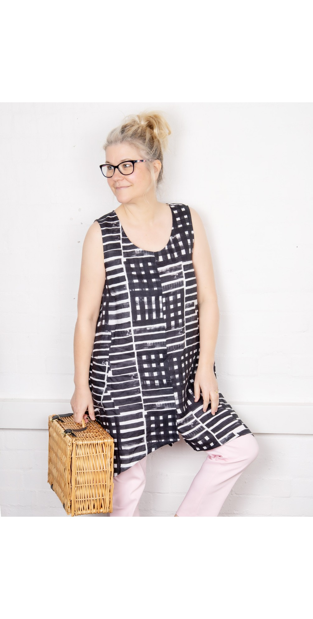 Cut To The Chase Linen Tunic main image