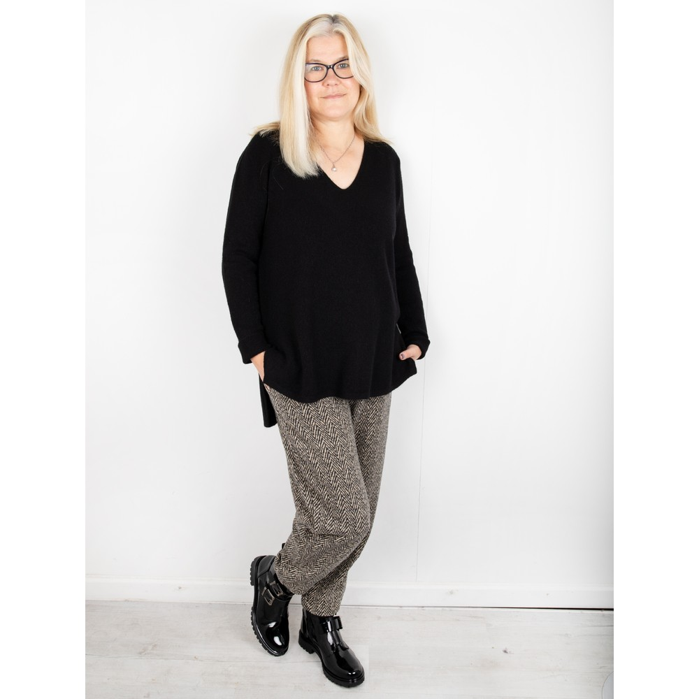 Amazing Woman Perrie V Neck Jumper Black